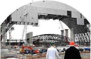 Новый конфайнмент планируется надвинуть над саркофагом ЧАЭС в 2015 году