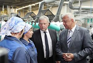 Мясникович требует от предприятий нефтехимической отрасли более эффективной работы<br />