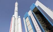 Китай запустил космический корабль с тремя астронавтами на борту<br />
