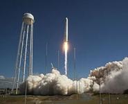 Космический корабль с грузом для МКС взорвался при взлете в США