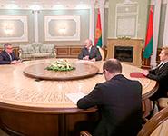 Лукашенко предлагает группе ВТБ расширить сотрудничество в новых сферах, в том числе в оборонной<br />