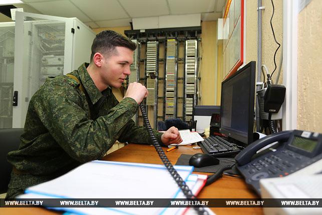 Инженер узла связи командного пункта гвардии лейтенант Ярослав Санюк